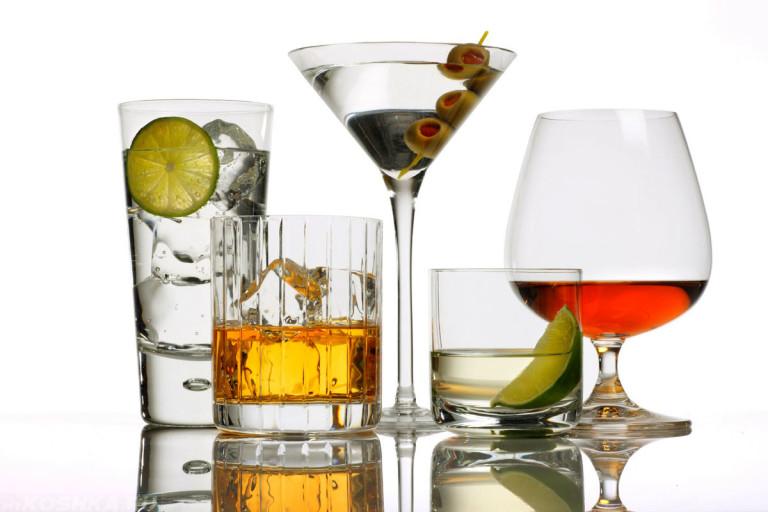 Бокалы и фужеры со спиртным