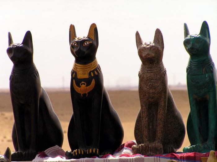 Древнеегипетские фигурки кошек
