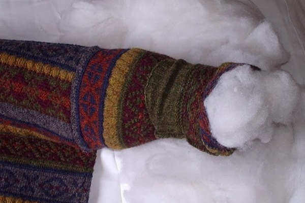 лежанка из свитера-3